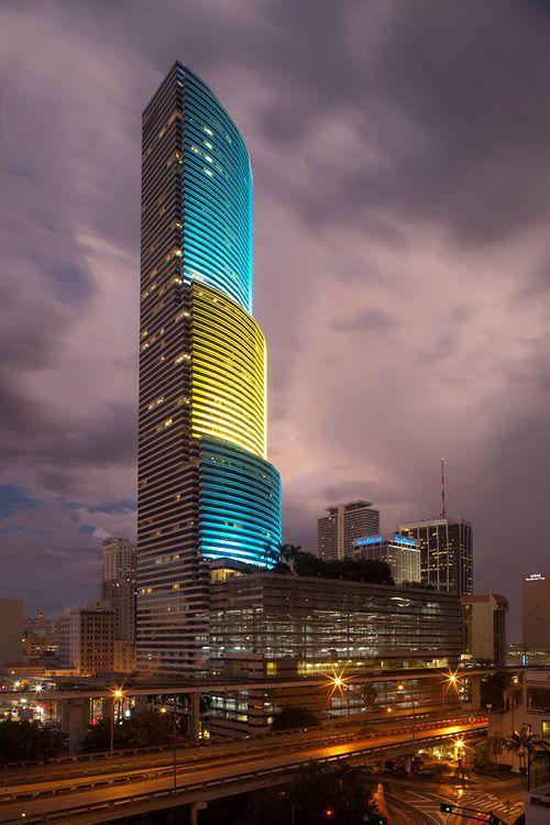 Miami Tower By I M Pei Miami Tower Facade Architecture Architecture