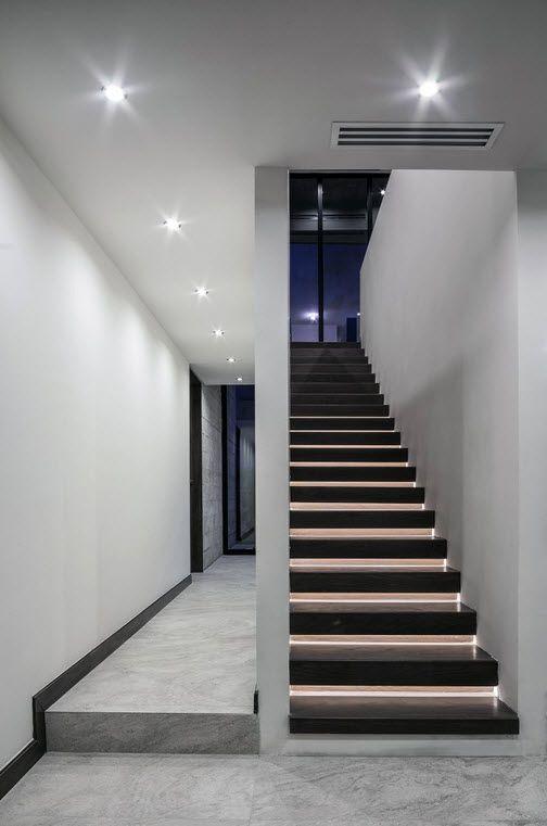 Planos de casa de dos pisos construida con hormig n for Materiales para escaleras de interior