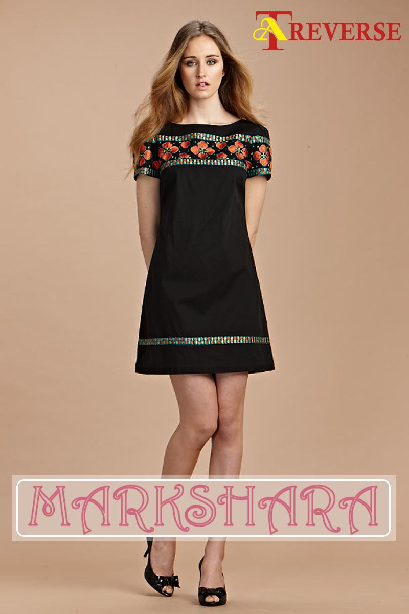 e8472ae31 Vestido negro con cenefa bordada de  Markshara