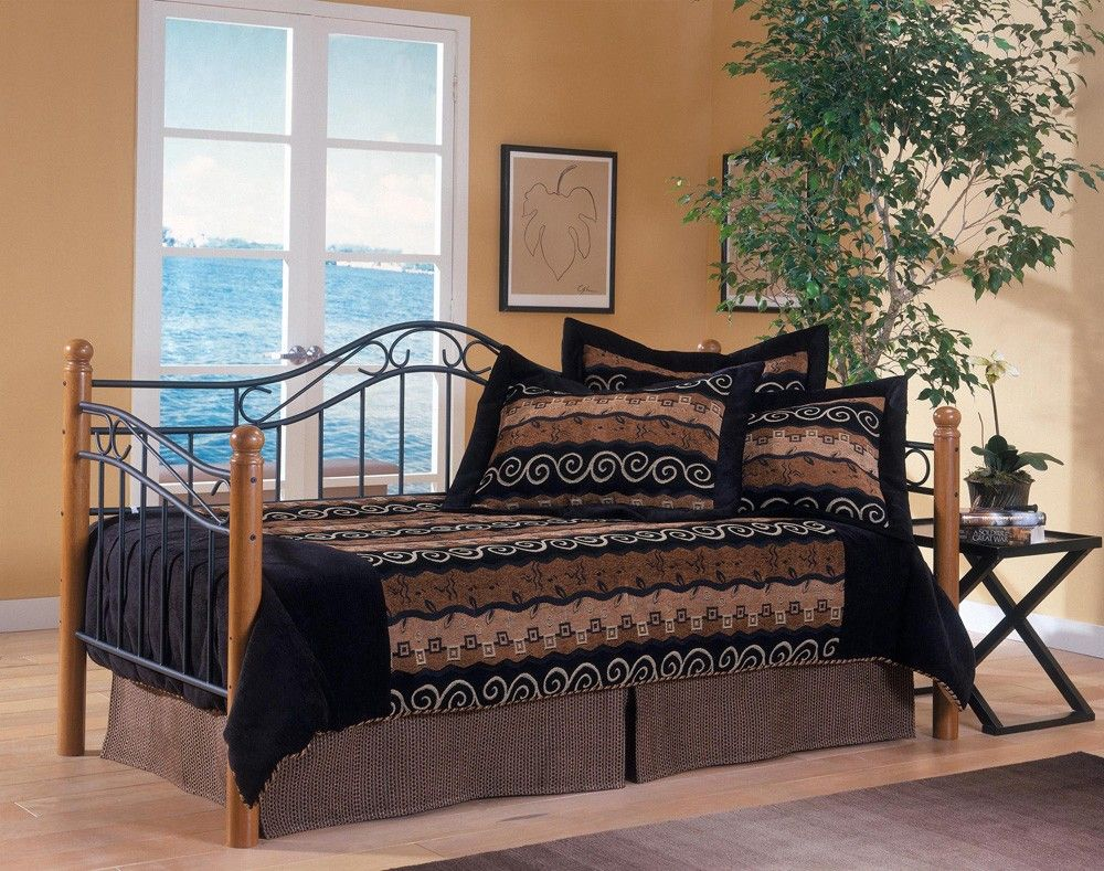daybed w/ trundle Hillsdale furniture, Furniture