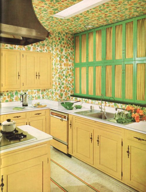 Wallpaper That Extends From The Ceiling To The Walls Very Groovy