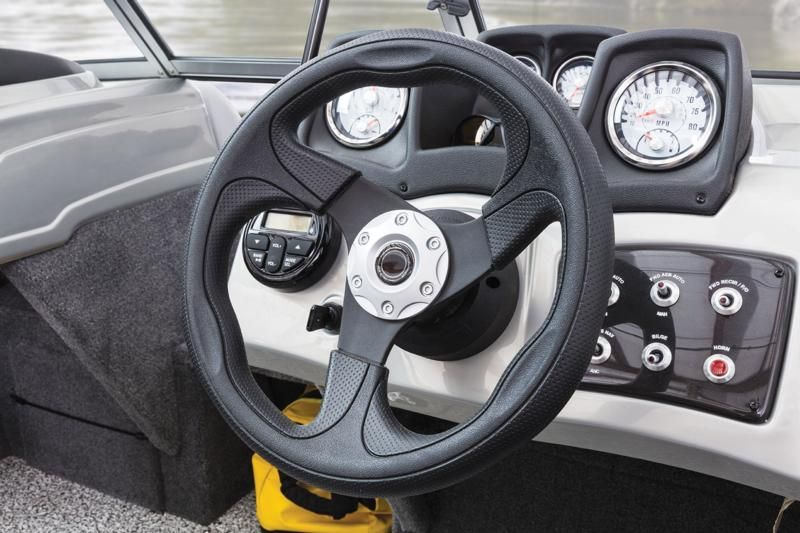 Illuminated single-function gauges w/GPs-driven speedometer