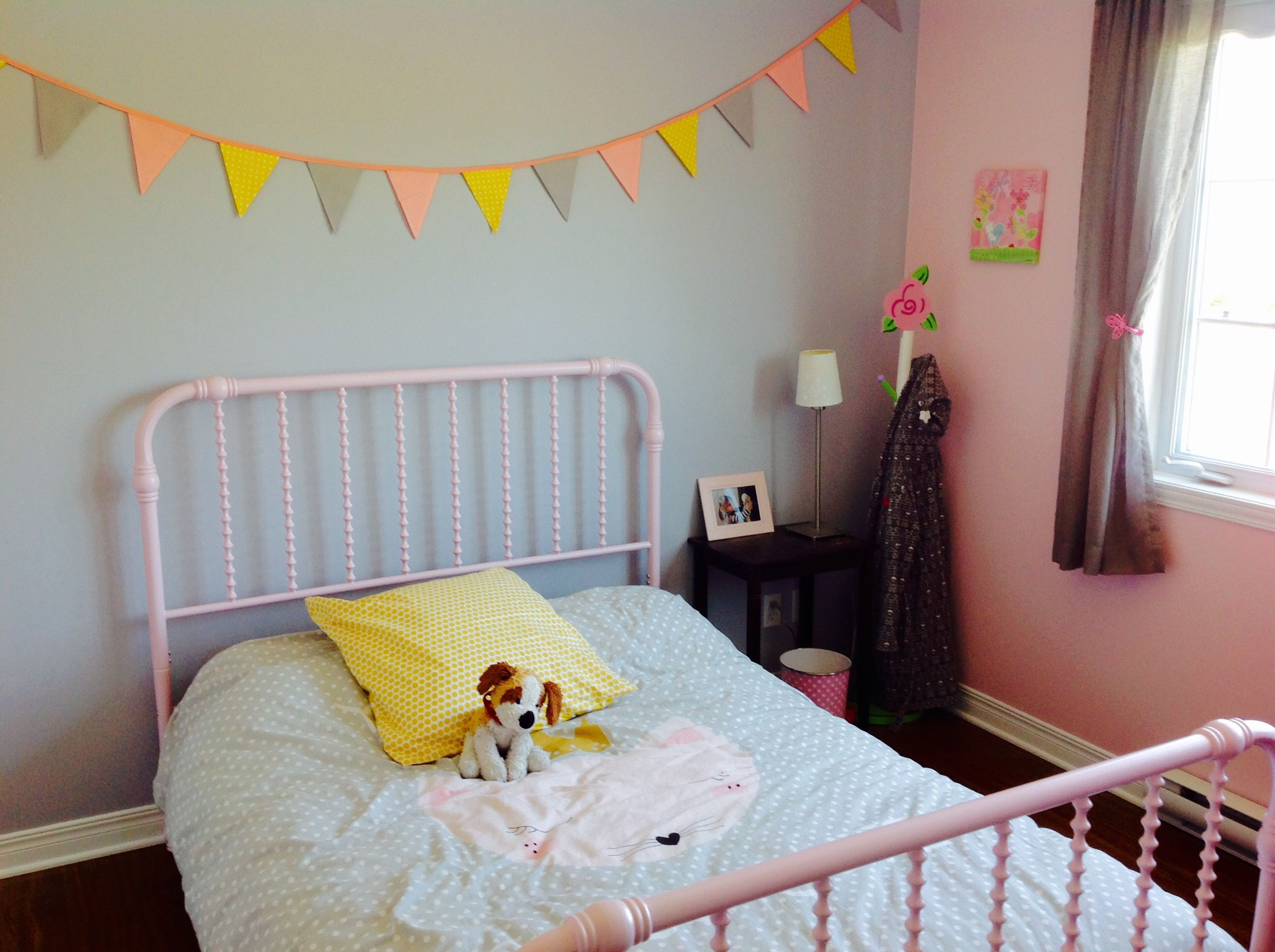 Chambre petite fille rose gris et jaune Little girl bedroom grey and ...