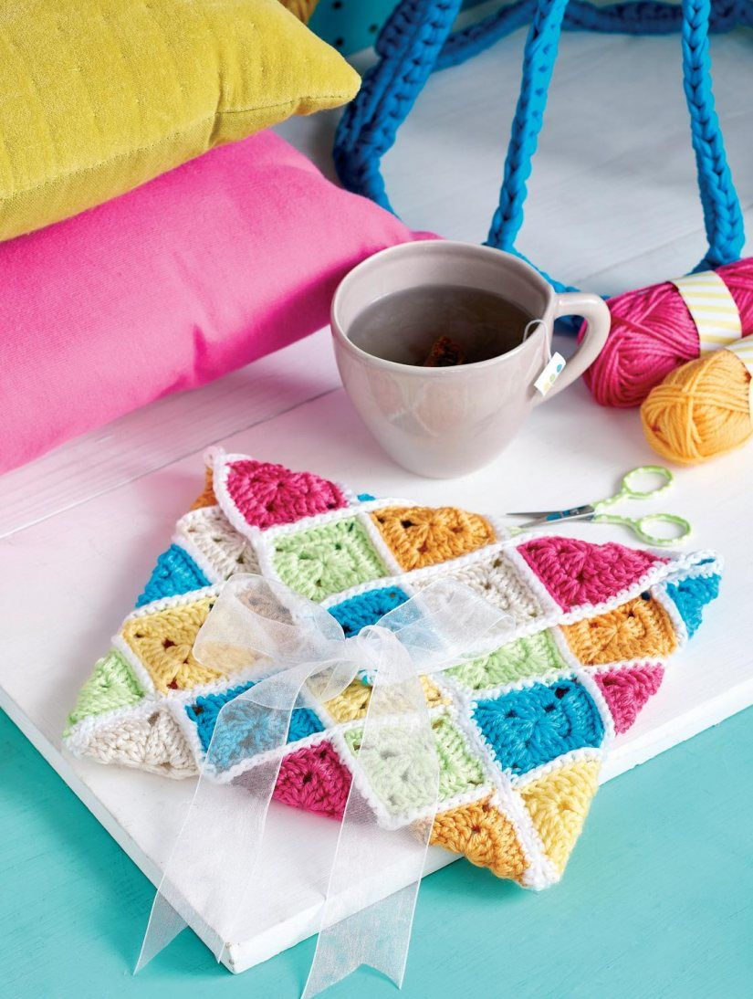 FREE CROCHET PATTERN: Granny square clutch