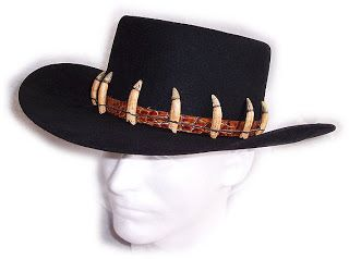 what kind of hat does crocodile dundee wear