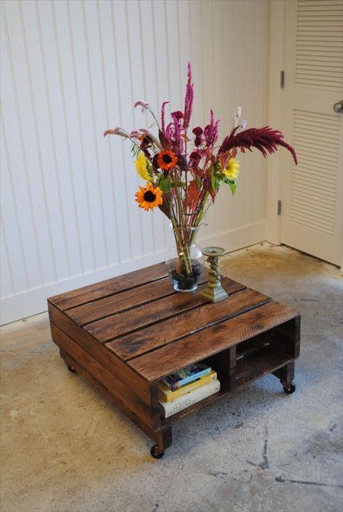 petite table en bois de palettes avec vernis et peinture marron
