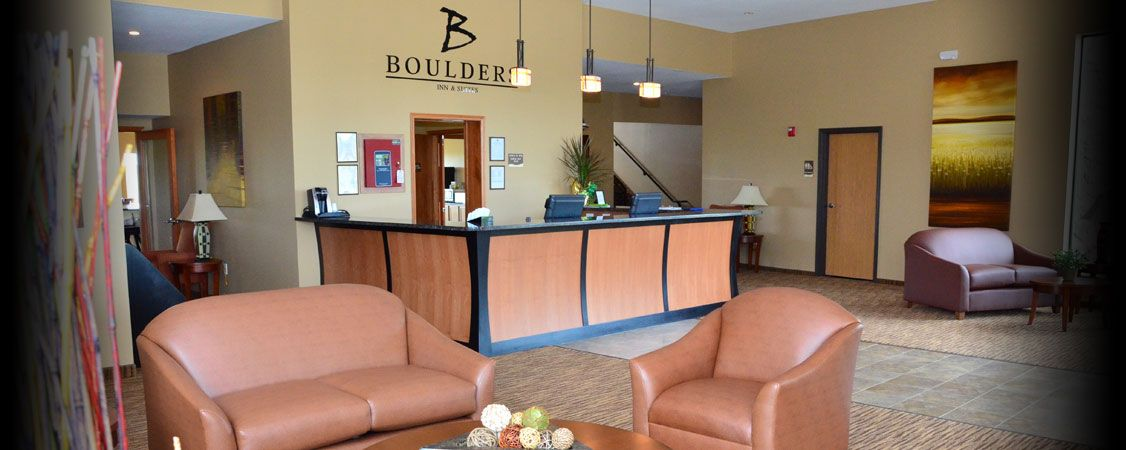 Boulders Inn Suites Hotel In Newton Iowa Located Just Off I 80
