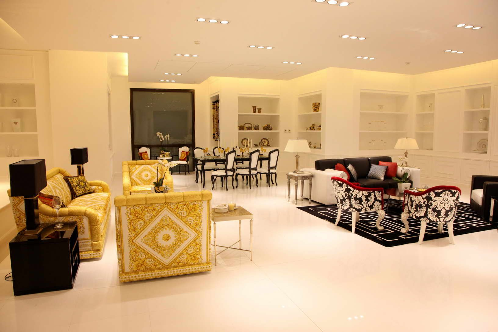 fashion boutique interiors | LB\'s Fashion\'s Night Out | DAMAC ...