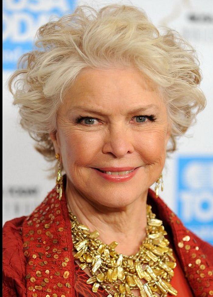 Fresh Wavy Hairstyles for Older Women