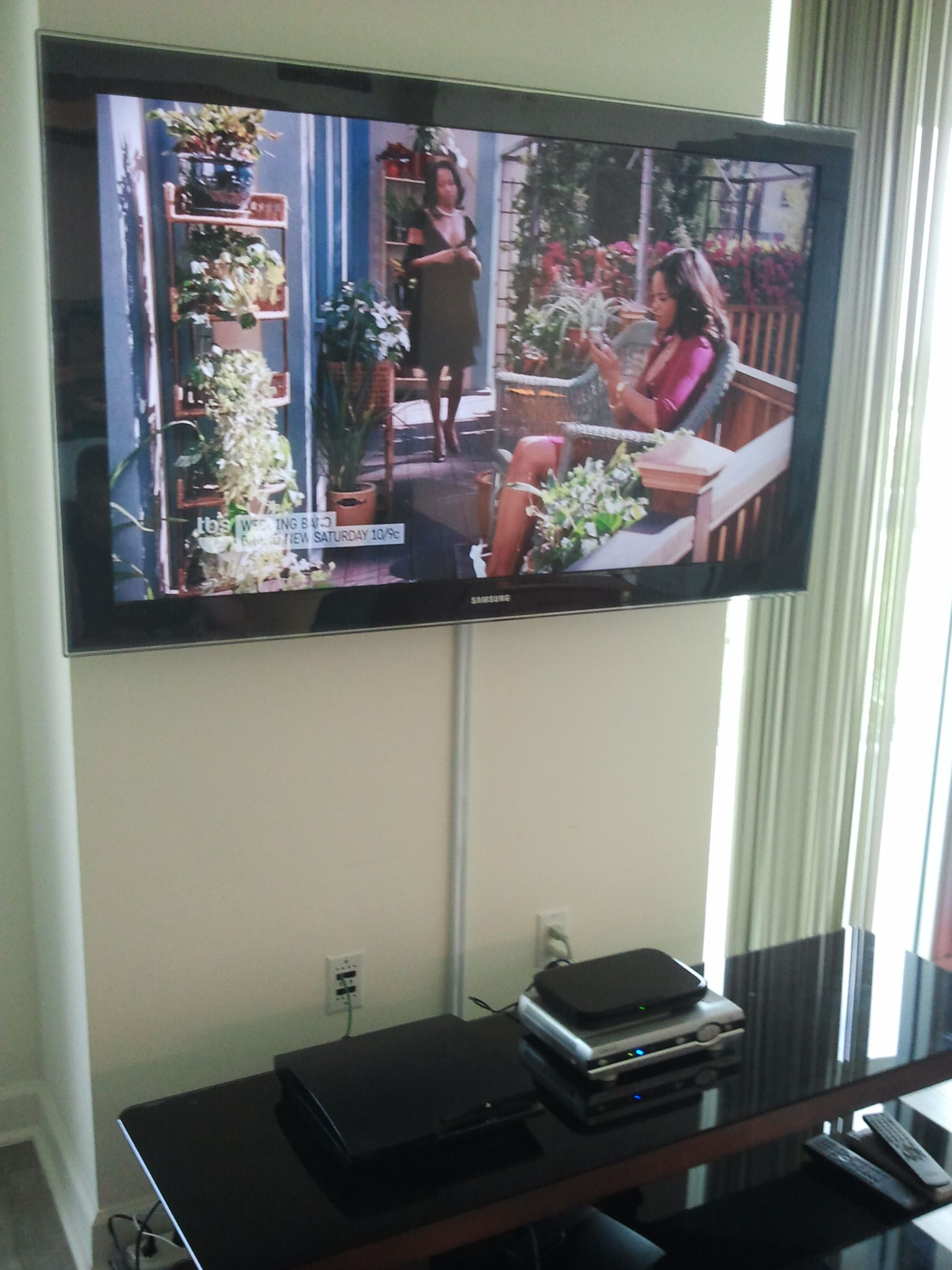 TV installation with the wires concealed in wire molding