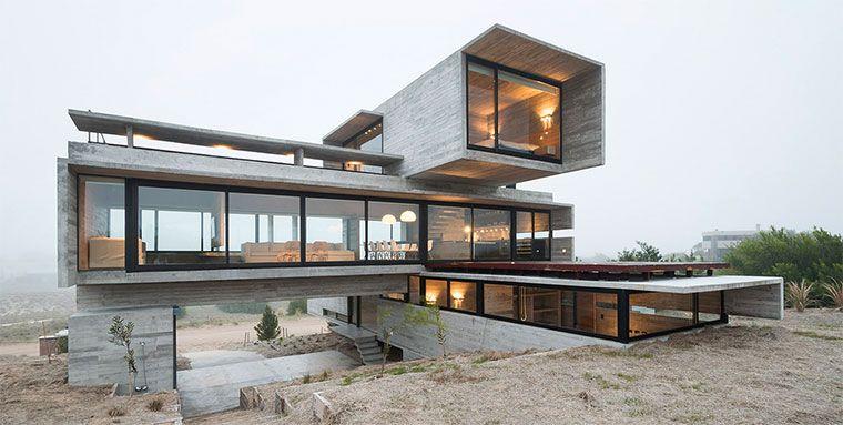 Drei gigantische Beton-Blöcke, die versetzt aufeinander liegen. So könnte man das Design des Wohnhauses in Buenos Aires zusammen fassen, das der argentinis