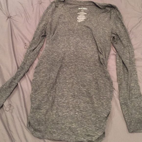 Long Sleeve Maternity Top Some pilling around the armpit. Price dropped! Old Navy Tops Tees - Long Sleeve