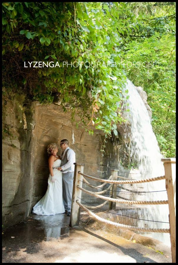 Becky Matt Grand Rapids Wedding Photography Bis Tree House At John Ball Zoo Http Www Johnballzoosociety Org Als Treehouse Php