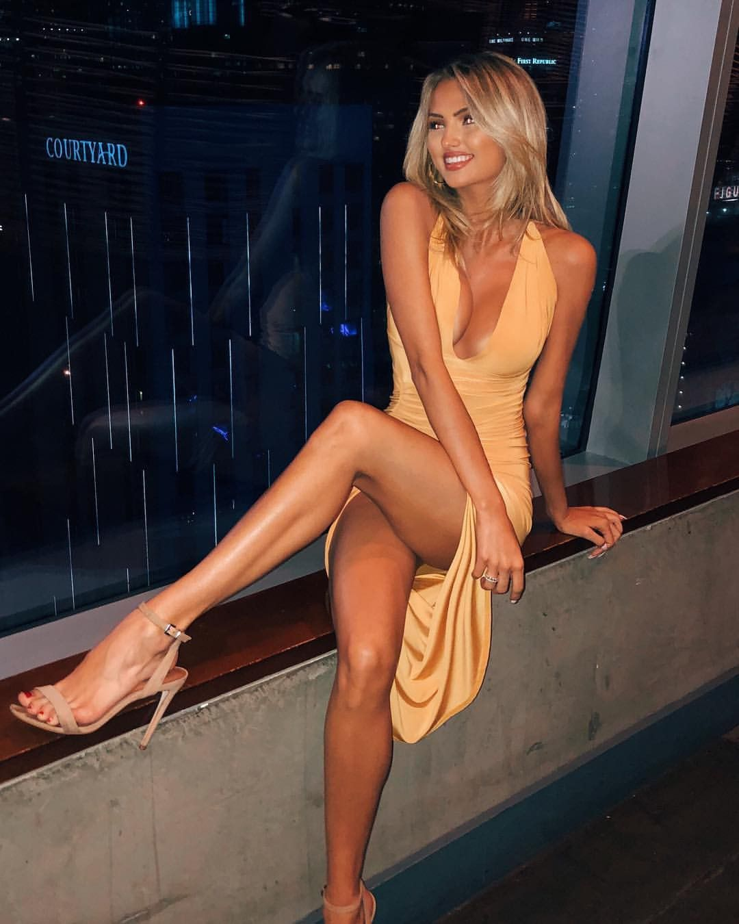 Crossed leg perfection