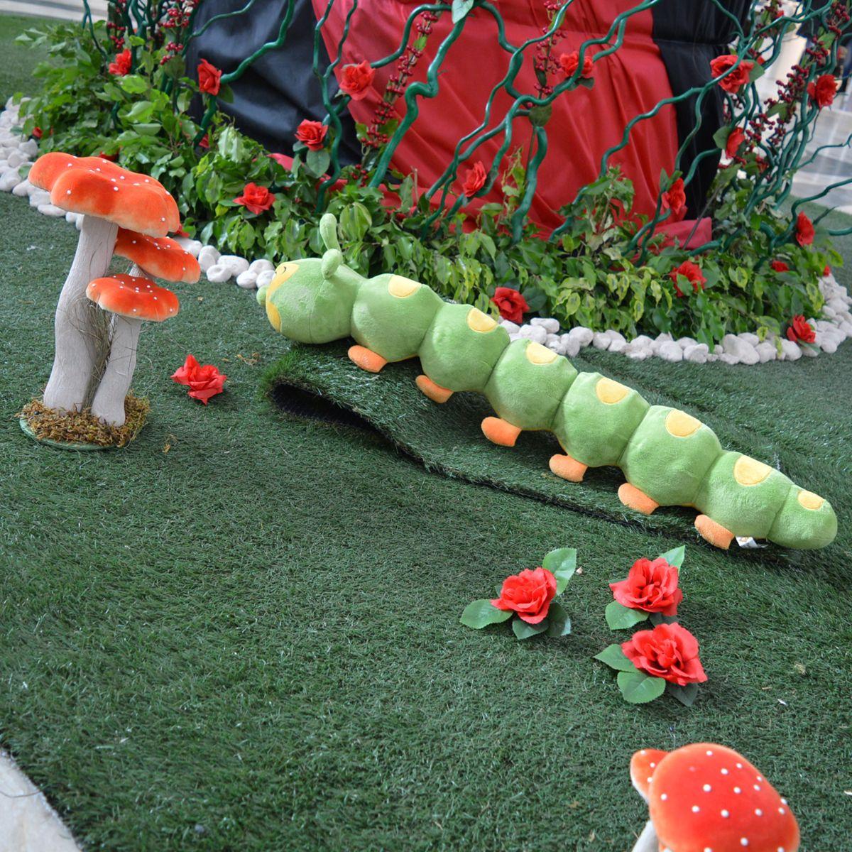 Il set ispirato ad #AliceNelPaeseDelleMeraviglie: il #Brucaliffo, le rose e gli immancabili funghi. #AliceInWonderland #Caterpillar