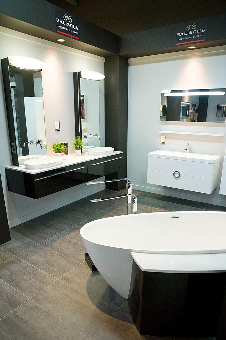Accessoires et vanités de salles de bain au kiosque de Baliscus ...