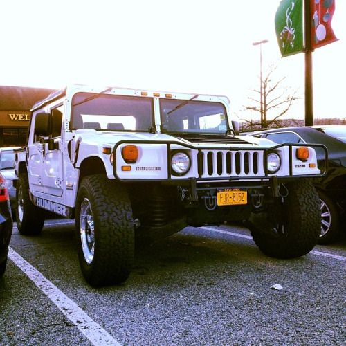 motoriginal:  Dont mess with this Christmas shopper. #hummer...