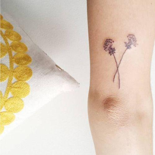 Tatuaje De Dos Dientes De León Minimalistas En El Antebrazo