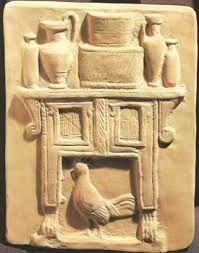 Этрусский терракотовый рельеф с изображением домашнего алтаря и петушка