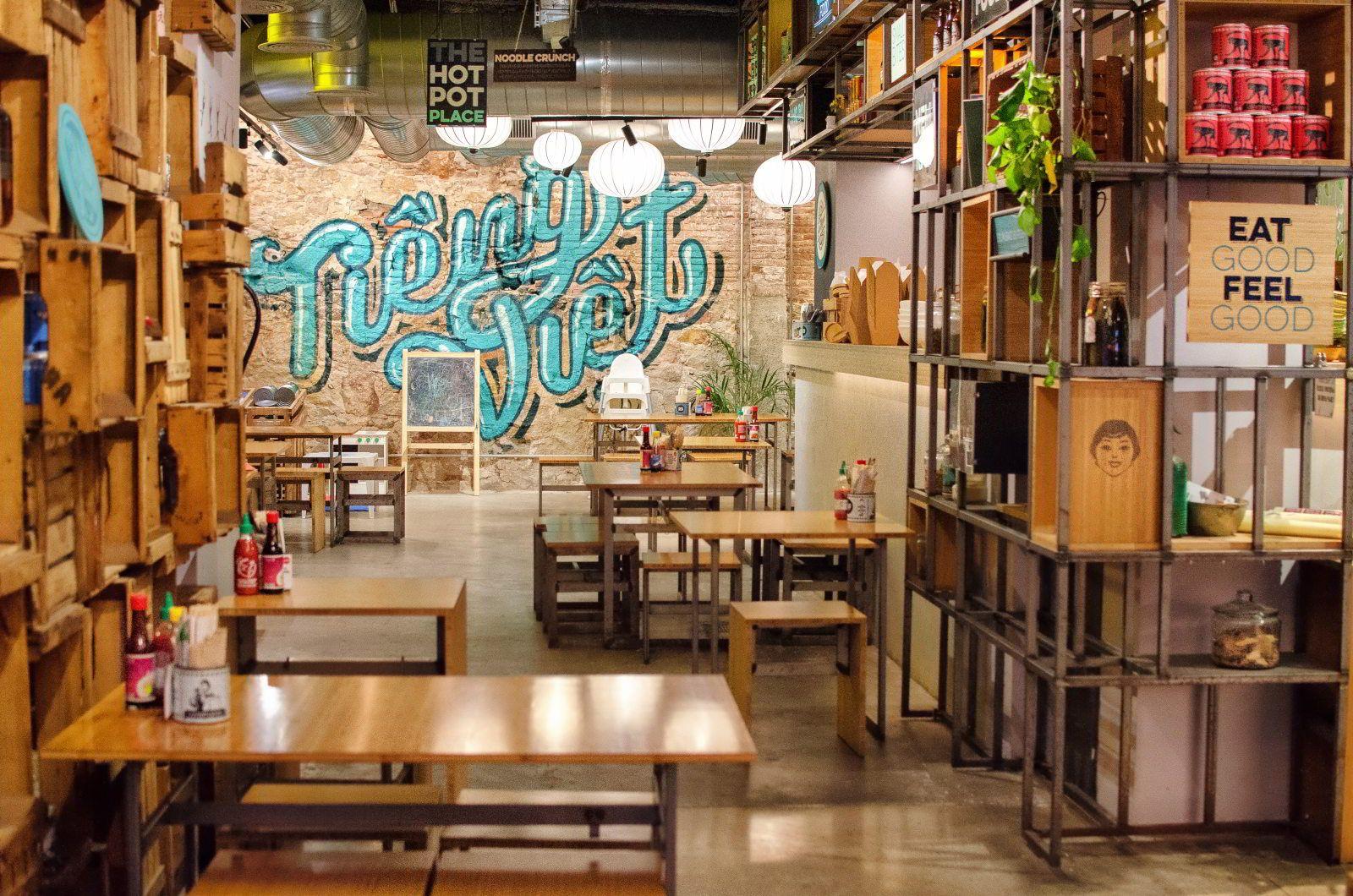 La Vietnamita Sant Antoni Best Vietnamese Restaurant In Barcelona Vietnamese Restaurant Restaurant Deli Food