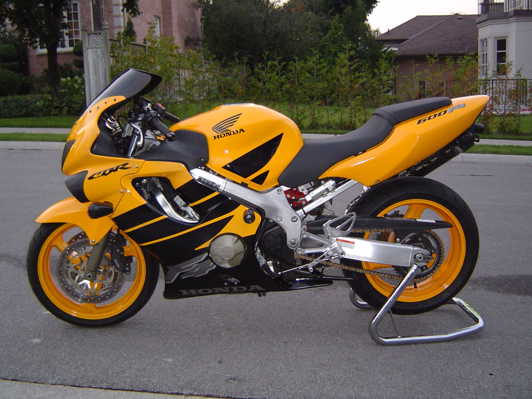 Honda Cbr600f4 With Colour Matched Rims 1999 Sports Bikes Motorcycles Racing Bikes Honda Cbr