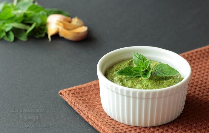 Ze smakiem i z pasją: Zielone pesto z migdałów i oregano