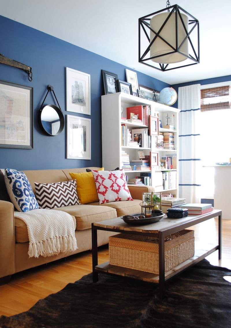 Décoration Mur Intérieur Salon En Peinture Murale Bleue, Miroir Et Cadres