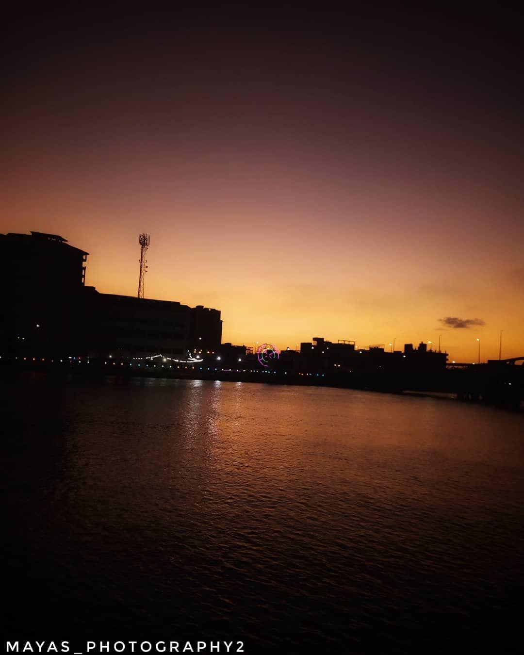 تصويري غروب الشمس هو من أحلى المناظر الطبيعية التي تعطي الهدوء والطمأنينة للنفوس ويعد هذا المنظر مصدر إلهام للكثير من الشعراء وال Outdoor Sunset Celestial