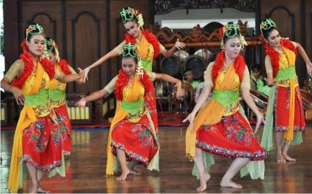 Indonesian Traditional Dance. TARI JAIPONG, west java, indonesia.  Art  Culture  Pinterest