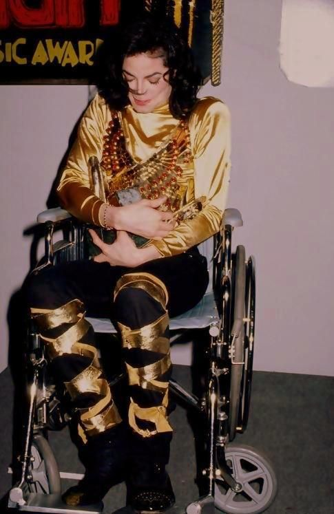 Even Though I Knew He Was Okay Broke My Heart Seeing Him In A Wheel Chair Even Just Tempor Michael Jackson Smile Michael Jackson Meme Michael Jackson Funny