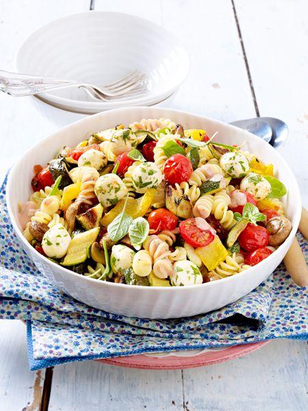 nudelsalat mit ger stetem gem se rezept vegetarische rezepte pinterest pasta salad und. Black Bedroom Furniture Sets. Home Design Ideas