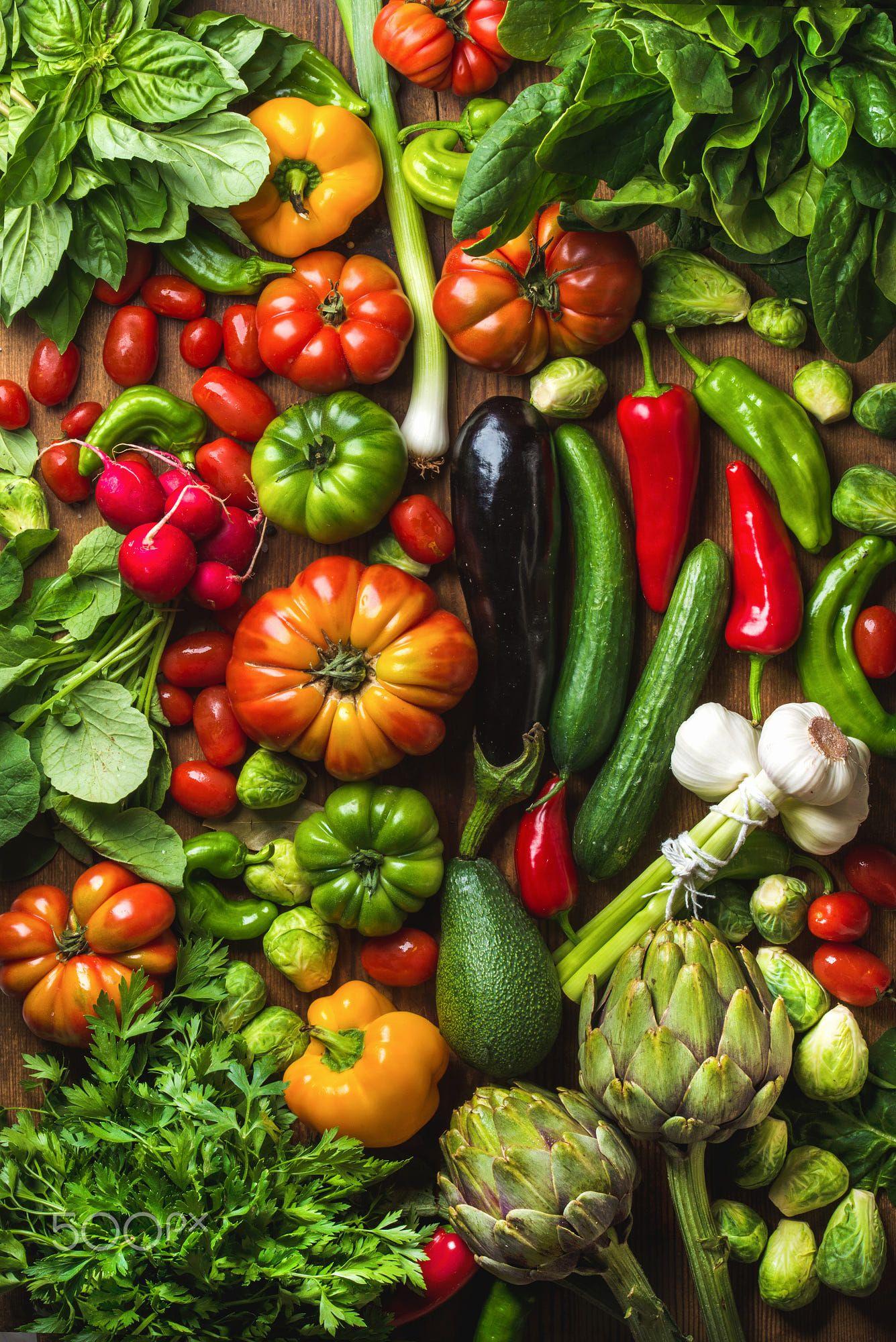 2018 年の fresh raw vegetable ingredients for healthy cooking or