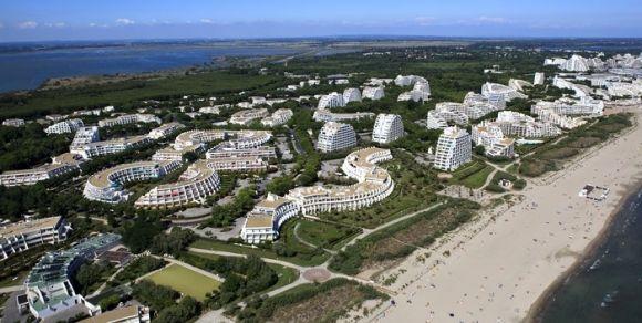 Vue Aerienne Du Quartier Du Couchant Img Background Jpg 1280 1024 La Grande Motte Office De Tourisme Immobilier