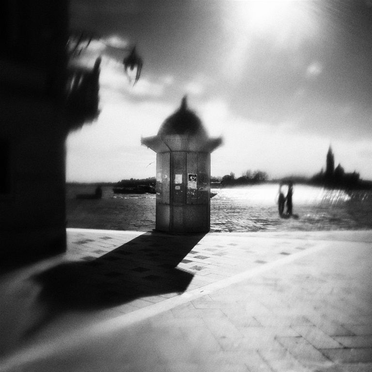 The kiosk, the lovers and the old man by David Goold. #Venice #photography