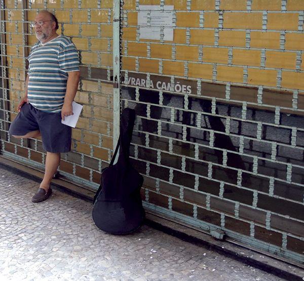 Figura 1: O poeta e professor de português Oswaldo Martins (foto: Vanderlea Santiago)