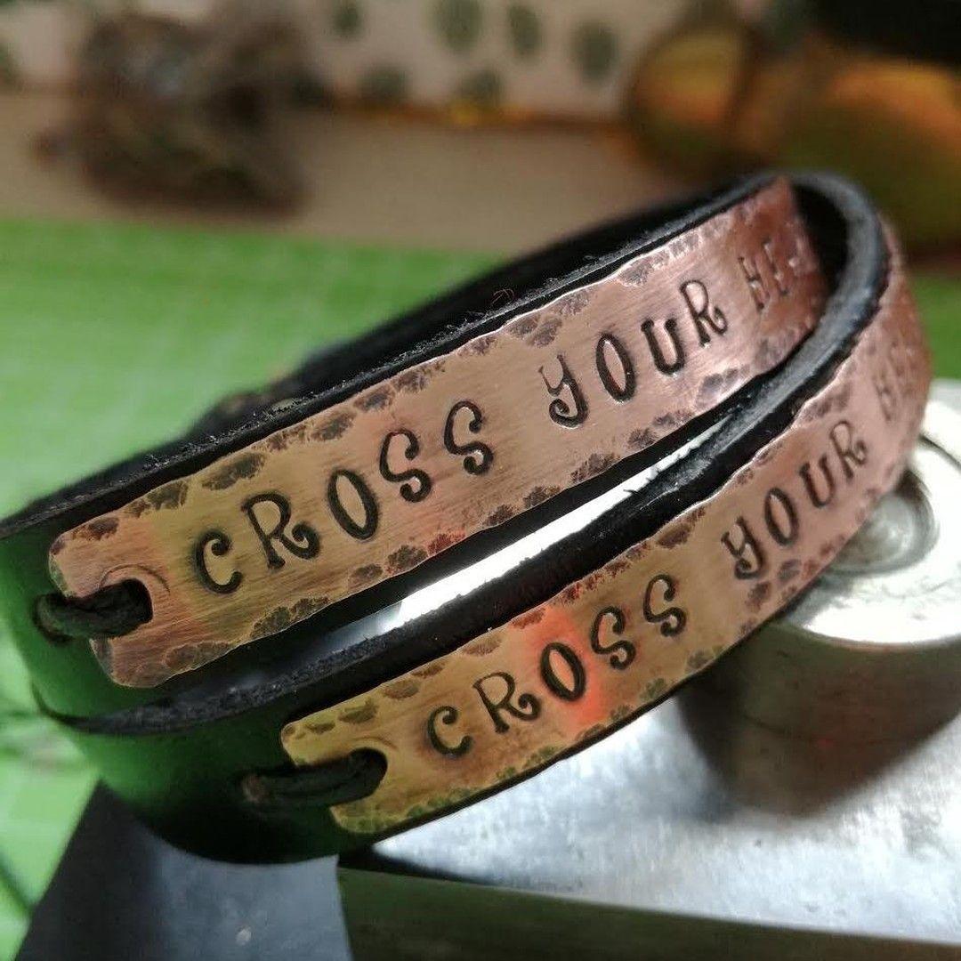 Tu Cosa Incideresti Sul Tuo Bracciale Ogni Volta Che Mi Arriva Un Ordine Personalizzato Come Questo Sono Sempre Curiosa Di Ve In 2020 Leather Bracelet Leather Jewelry