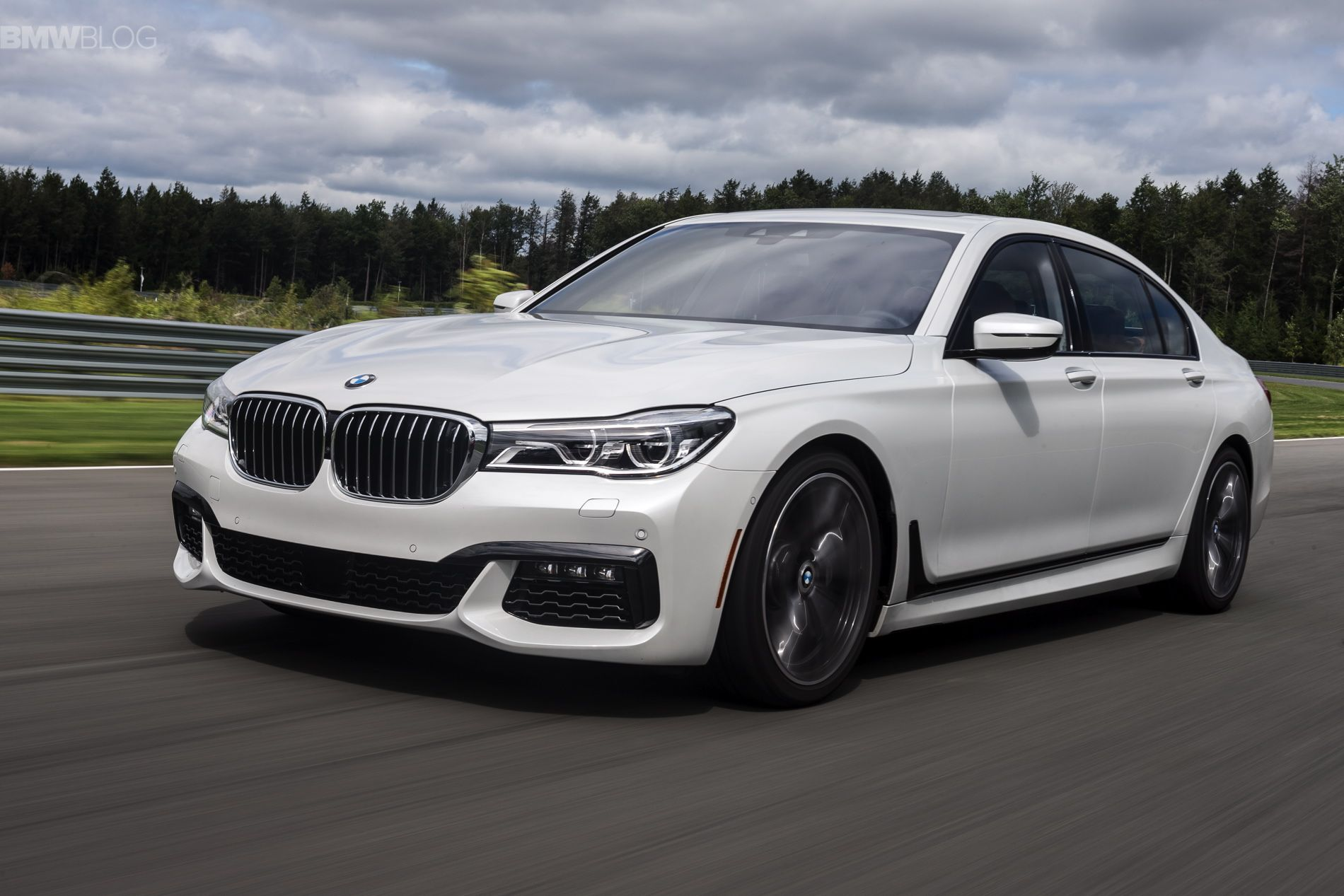 See The 2016 Bmw 750i Xdrive Accelerating To 155 Mph With Images