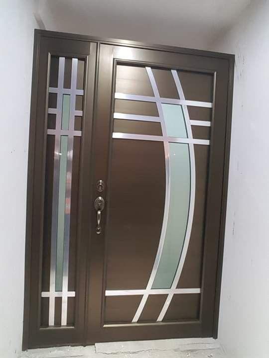 Puerta Serie 50 Eurovent Color Chocolate Canceleria De Aluminio Coti Puertas Principales De Aluminio Puertas De Entrada Aluminio Puertas De Aluminio Exterior