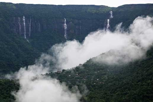 place with highest rainfall in india