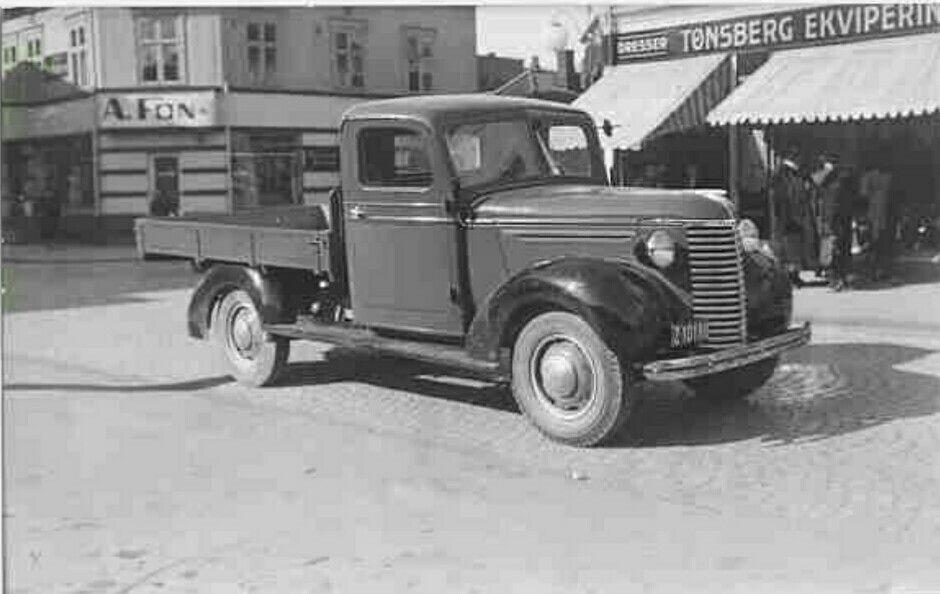 Vestfold fylke TØNSBERG - gammel lastebil utenfor Tønsberg Ekvipering 1940-tallet