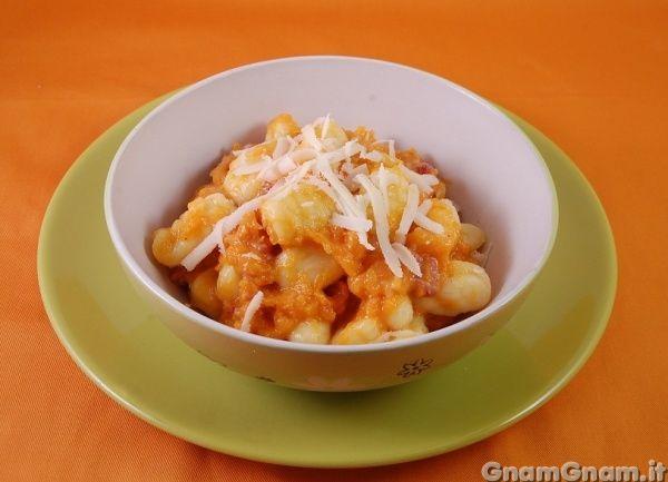 • Gnocchi con zucca e salsicce - Ricetta Gnocchi con zucca e salsicce di GnamGnam