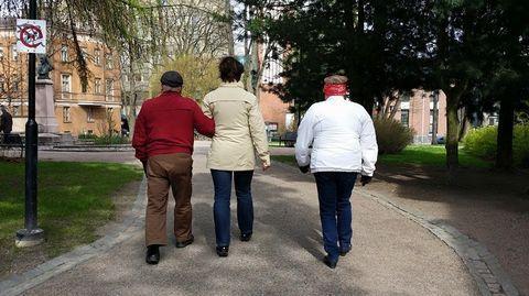 Muistisairaan omaisen hoitaminen on raskasta työtä. Vasta julkaistun tutkimuksen mukaan Alzheimer-potilaan hoitaminen huonontaa hyvin varhaisessa vaiheessa myös hoitajan elämänlaatua.