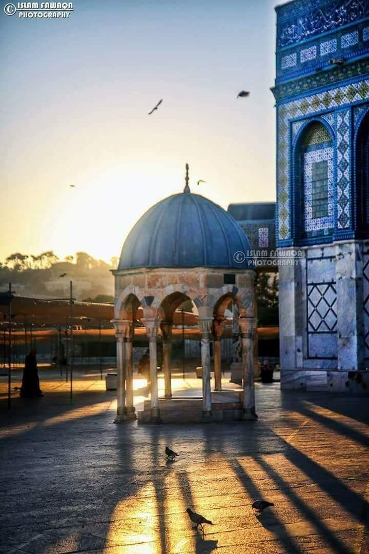 Sunrise On The Dome Of The Rock شروق الشمس على قبة الصخرة المشرفة Dome Of The Rock Jerusalem Travel Masjid