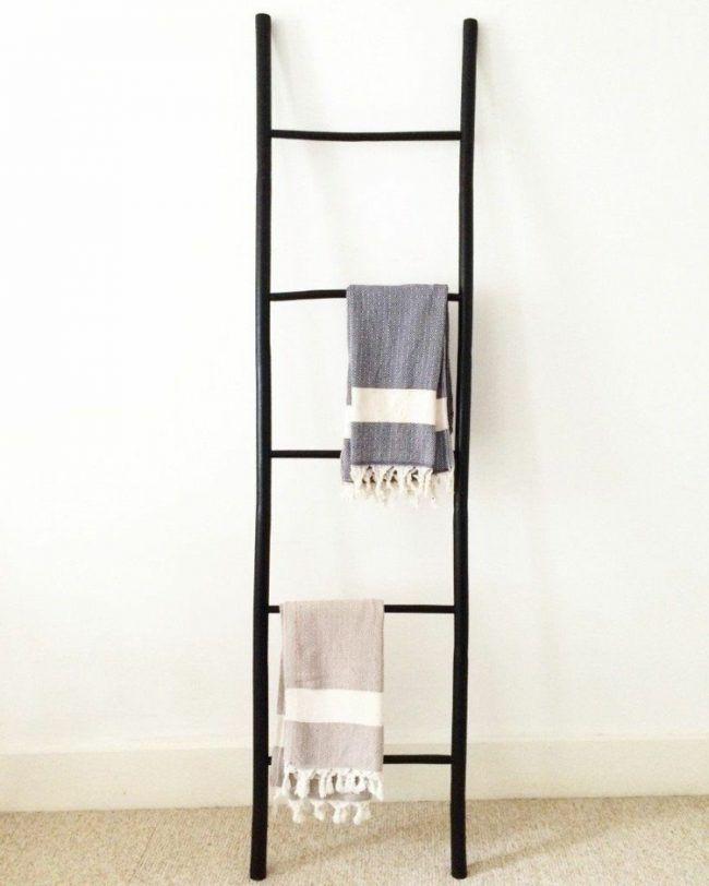 Kleiderablage Im Schlafzimmer Leiter Schwarz Minimalistisch Idee