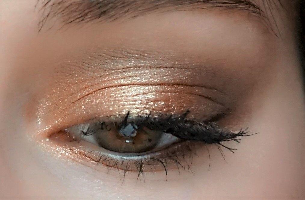 Un maquillage de Noël lumineux avec Lily Lolo