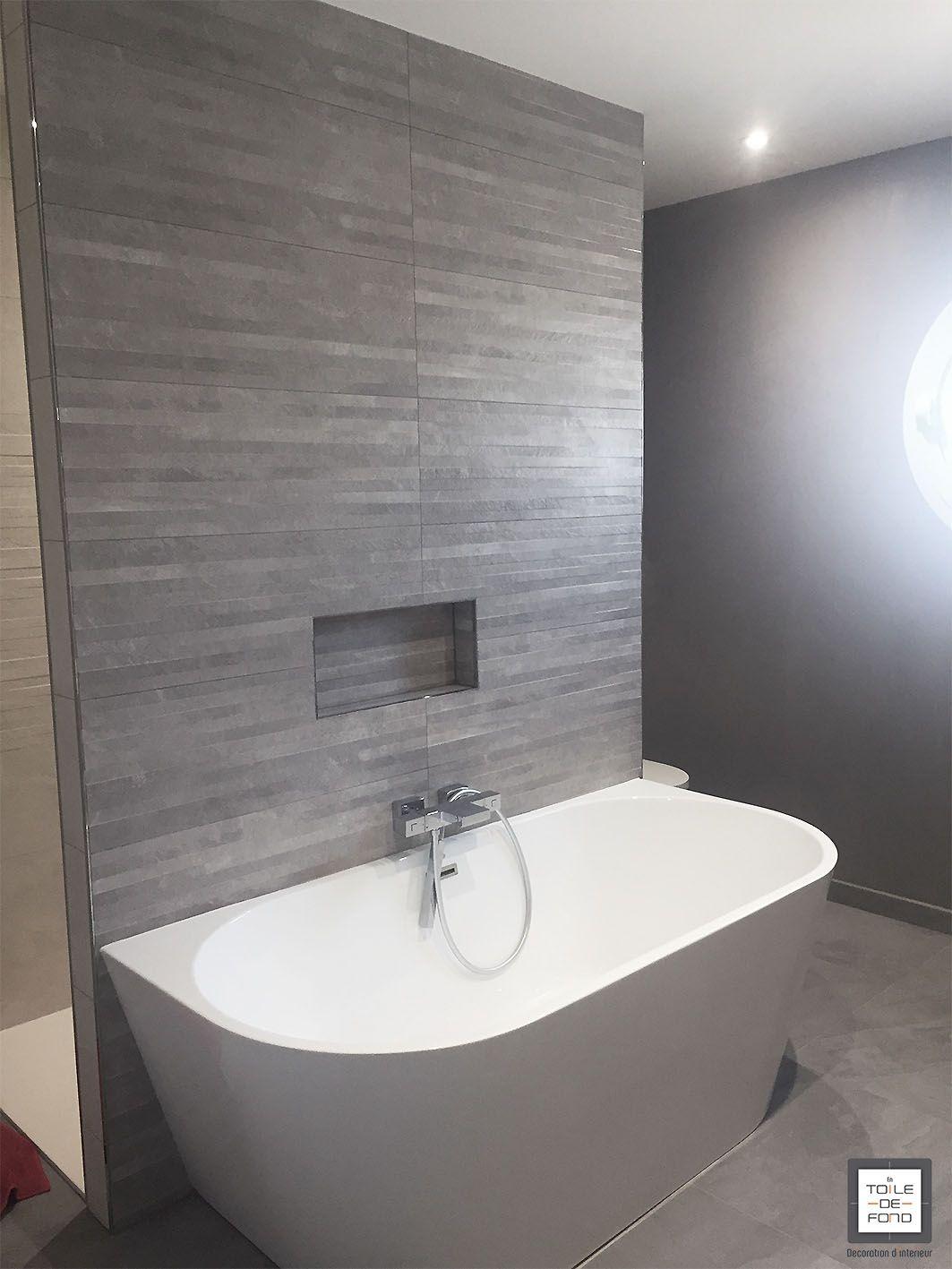salle de bain avec baignoire ilot en