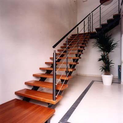 Escaleras hierro c/ madera   barandas hierro