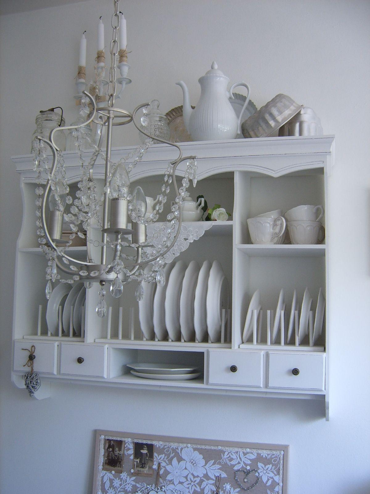 Köökin roinahylly.
