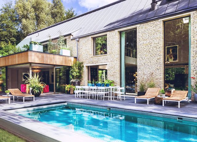 Celebrity Rooms - Kate Moss decorates a Lakes barn