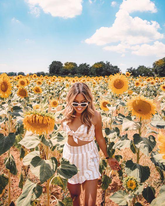 40 Graceful Pose In Flower Fields Ideas 2019 Crushappy Blog Travel Flowers Pos Sunflower Field Photography Sunflower Field Pictures Sunflower Photography